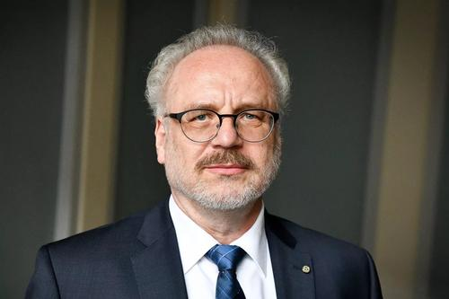 Рейтинг президента Латвии сильно упал