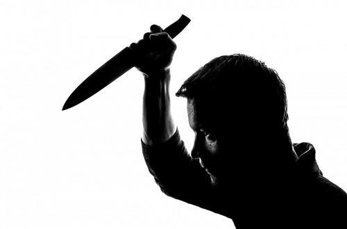 В столичном метро ранили ножом полицейского