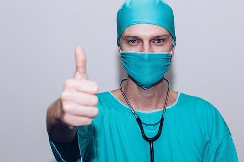Онколог Каприн объяснил, как не пропустить у себя рак