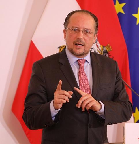 Глава МИД Австрии объяснил, почему ЕС не хочет отдавать Белоруссию «в руки России»