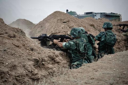 Армянские и азербайджанские солдаты обстреляли друг друга в пограничной зоне