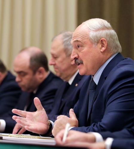 Появилось фото, как Лукашенко купается в Черном море после встречи с Путиным