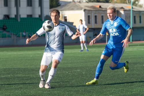 Футболисты из Челябинска одержали пятую победу подряд