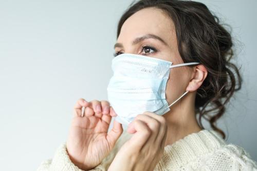 Инфекционист указал на основные отличия коронавируса от сезонной аллергии