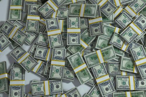 Экономист Владислав Гинько дал советы россиянам, имеющим сбережения в долларах: «Не стоит делать резких движений»