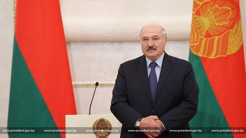 В Сети посмеялись над угрозами главы МИД Украины в адрес Лукашенко