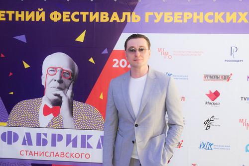 «Фабрика Станиславского»: красная дорожка, духовой оркестр и «Безымянная звезда»
