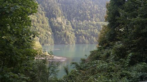 В Абхазии ищут упавшую с моста в реку российскую туристку