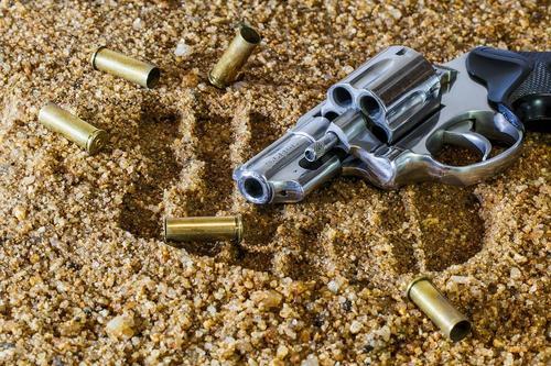 В Сочи ищут мужчину, открывшего стрельбу по судебным приставам и убившего двух человек