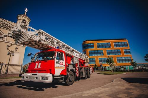 МЧС: В Петербурге загорелся рейсовый автобус, в котором находились около 20 пассажиров