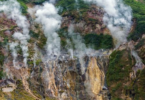 Долина гейзеров и Большое Яшалтинское озеро вошли в список самых интересных достопримечательностей России