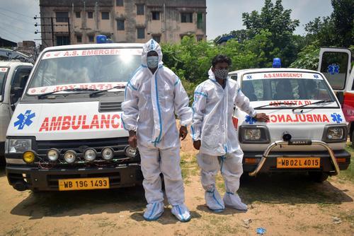 В Индии четвертые сутки подряд выявляют менее 100 тысяч случаев заражения COVID-19