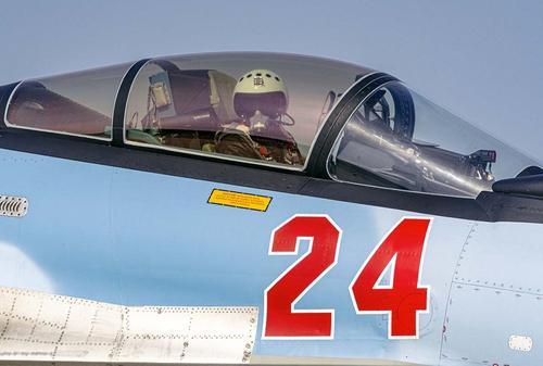 Появилось видео, как Су-30СМ оттеснил истребитель НАТО от борта Минобороны России над Балтикой