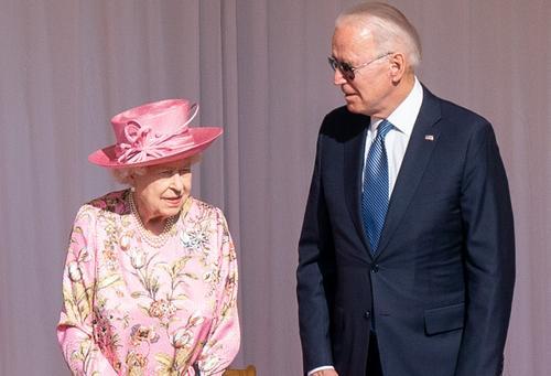 CNN: Байден после встречи с Елизаветой II заявил, что королева напомнила ему мать