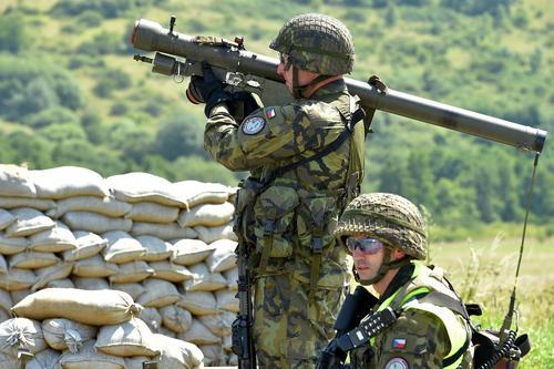 Издание Avia.pro: в случае вступления Украины в НАТО альянс сможет на законных основаниях атаковать войска ДНР и ЛНР