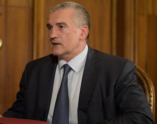 Глава Крыма объяснил сопровождение сотрудниками МЧС своей лодки в подтопленной Керчи