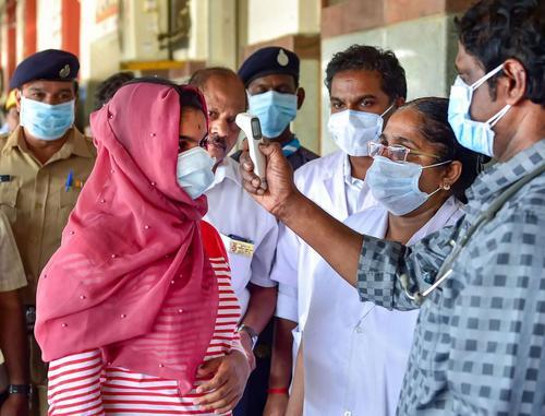 В Индии в период пандемии COVID-19 десятки тысяч человек заразились грибковыми инфекциями