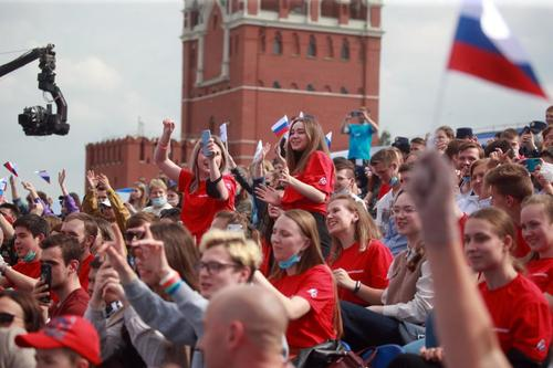 Геннадий Онищенко: на Красной площади в День России люди выкричали все вирусы, которые были у них в легких