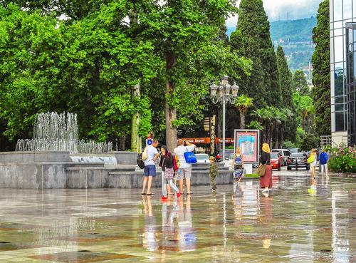 Глава администрации Ялты сообщила о подтоплениях на улицах города из-за сильных дождей