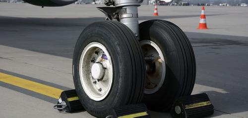 У совершившего жесткую посадку самолета в Кузбассе отказал один из двигателей