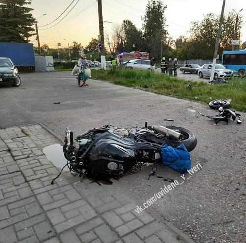 Во время ДТП в Твери погибли мотоциклист и его пассажир