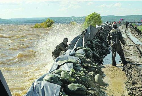 Российские военные вновь спасают Крым, на этот раз от наводнения