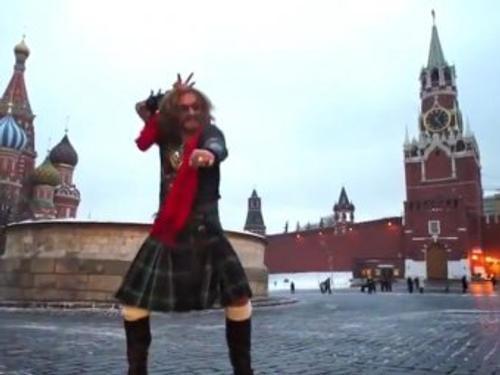 Шляпа или проигрыш, Джигурда и лифчик, тату и песня: известные пари российских знаменитостей и их цена