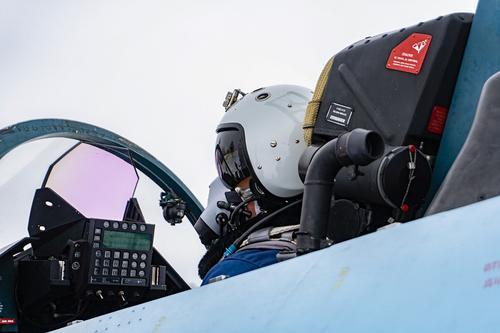 Пилот российского Су-24 снял на видео из кабины облет боевых кораблей НАТО на Балтике