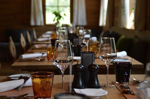 Власти Санкт-Петербурга не исключили появления «бесковидных» ресторанов