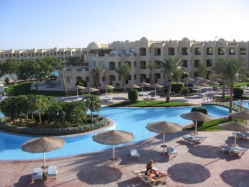 В Минздраве Египта сообщили, что привитых от COVID-19 россиян пустят в страну без ПЦР-теста