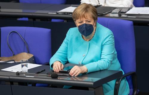 Канцлер ФРГ Меркель призвала Евросоюз искать контакты с Россией и Путиным