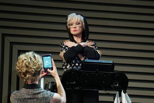 Актрису Веру Алентову перевели обратно в реанимацию