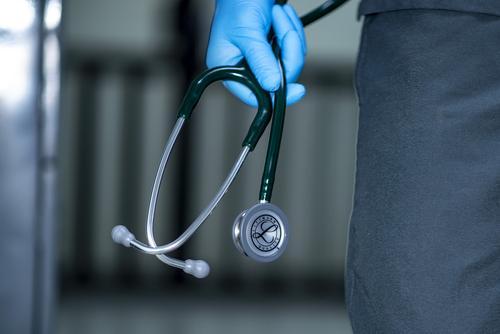 Омбудсмен Кузнецова назвала «преждевременным» решение о вакцинации подростков от коронавируса