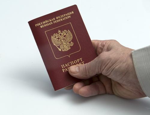 Мишустин продлил срок действия паспортов, подлежащих замене, до 90 дней
