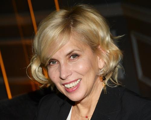 58-летняя Алена Свиридова в бирюзовом бикини рассказала о «зверской жаре» в Керчи