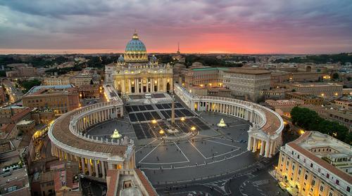 Высокопоставленный архиерей Ватикана проворовался