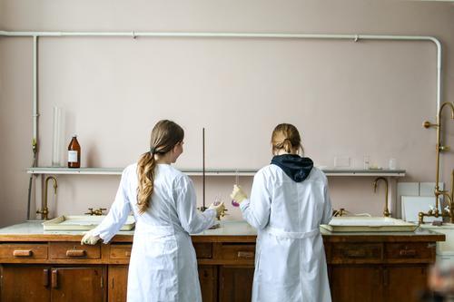 Биолог Харитонов сообщил, что «дельта-штамм» коронавируса опаснее всего для пожилых пациентов