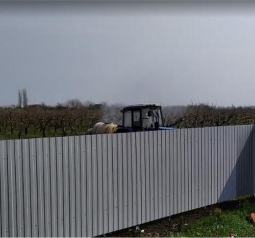 Жители посёлка Зарождение, в Краснодарском крае считают, что фермеры 5 лет травят их ядами, обрабатывая сельхозугодья