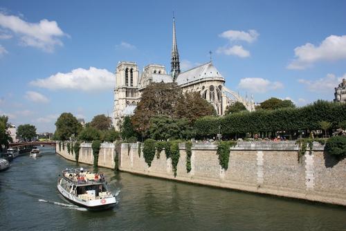 Макрон заявил, что церемония открытия Олимпиады 2024 года в Париже пройдет на берегах Сены и на самой реке