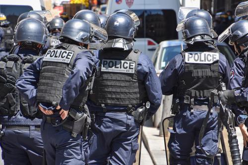 Во Франции в ходе протестов против введения санитарных мер по коронавирусу задержали более 70 человек