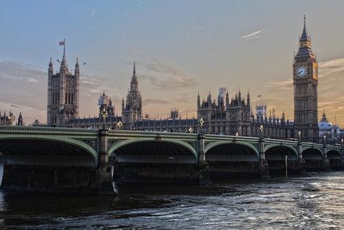 Глава минздрава Великобритании Джавид призвал не «съеживаться в страхе» перед COVID-19