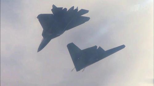 Су-57 сможет управлять четвёркой тяжёлых ударных беспилотников С-70 «Охотник»