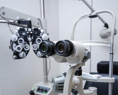 Вирусолог Тимаков посоветовал перенесшим COVID-19 обратиться к врачу при появлении пятен перед глазами