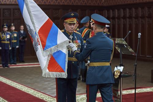 Герасимов вручил Штандарт Управлению службы войск и безопасности военной службы МО РФ