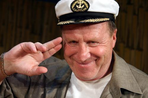 Владимир Стеклов заболел коронавирусом, актёра в больницу увезли на скорой
