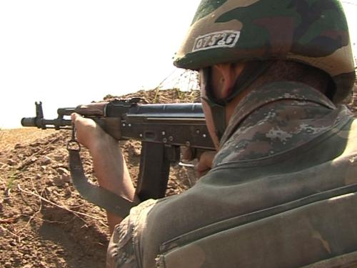 На линии соприкосновения армянских и азербайджанских войск идёт стрельба