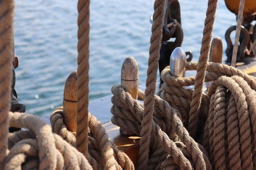 При нападении на японский танкер в Индийском океане погибли двое моряков