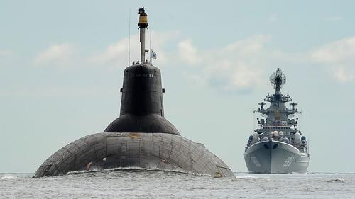 Надводные корабли и субмарины Северного флота преодолевают Датские проливы в западном направлении