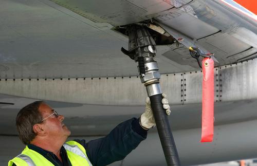 Великобритания собирается использовать отходы в производстве экологичного авиакеросина