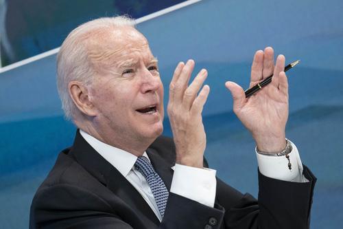 Колумнист Foreign Policy Броу заявила, что Байден отказался от санкций по «Северному потоку - 2» для защиты компаний США